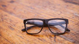 花粉症対策にJINSの眼鏡。小学生用もあるので、子供の目を花粉やPM2.5から守ろう!